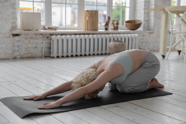 etirements en yoga contre le mal de dos